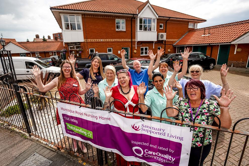 Montague Road residents celebrate Outstanding rating